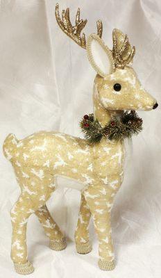 cervo elegante con decorazioni colore oro con collana di pino e bacche glitterate 21X10CM