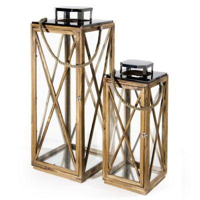 Set 2 lanterne in legno con top in metallo cromato e vetri laterali. Maniglia in corda